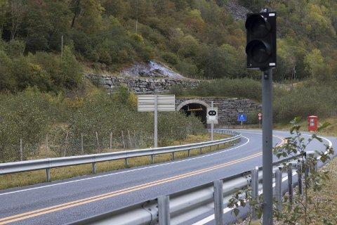 Jondalstunnelen: Bomstasjonen blir stående inntil videre.