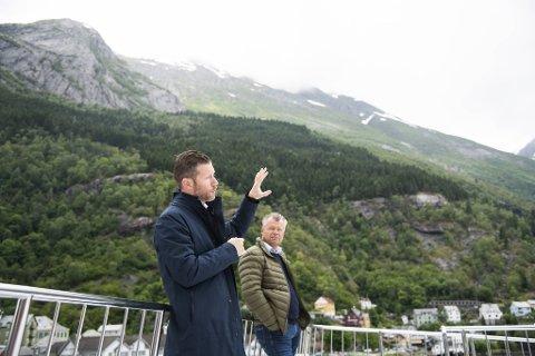 Kjetil Widding, leder for Siderklynge Hardanger, og Øyvind Stueland, forretningsutvikler i Næringshagen i Odda, håper å utvikle en ny turistnæring rettet mot all sideren som produseres i Hardanger.