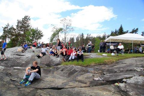 Dette bildet er frå jonsokfeiringa i Ferjevågen i 2013 då var det kanopadlingskonkurranse. (Arkivfoto).