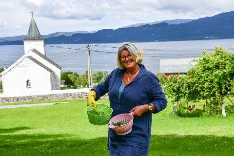 Anne Beth Enes haustar det naturen har å by på, og lagar freistande og velsmakande rettar.