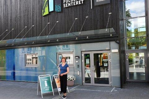 TURISTSJEF: Margit Lund-Mikkelson er leiar for Kvinnherad turistinformasjon i Rosendal, og kan melda om mykje folk i heile kommunen. (Arkivfoto)