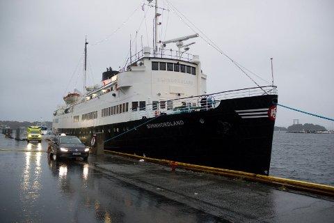 VIL FÅ BOT: En 31-åringer risikerer bot etter at han natt til søndag løsnet fortøyningen på MS «Sunnhordland». I Leirvik hamn.