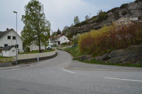I haust vil kommunen gjera tiltak for å betra Heiavegen og sikta i Heiakrysset på Halsnøy.