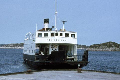 Her er MF «Folgefonn» slik den såg ut når den gjekk i rutefart for HSD. Etter restaureringa skal ferja tilbakeførast til denne utsjånaden. Bildet er tatt av Harald Sætre ved Hufthamar på Austevoll i 1978.