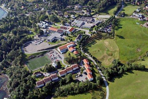 Flyfoto frå campus på Stord, Høgskulen på Vestlandet.