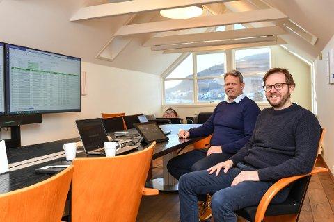 FLYTTAR TIL HUSNES: Trond Bø og Bjørn Erik Eliassen, begge frå Kvinnherad, har jobba i Skarpenord ei tid. No etablerer selskapet avdeling på Husnes, og flyttar delar av verksemda dit.