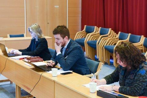 Frå venstre: Kommunedirektør Ragnhild Bjerkvik, ordførar Hans Inge Myrvold og varaordførar Hilde Enstad.