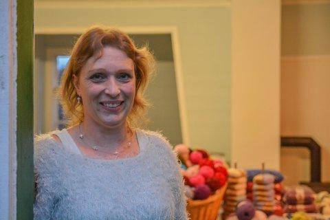 PÅ HUSJAKT: Camilla Marie Nordhus (45) er på desperat jakt etter eit nytt butikklokale på Varaldsøy. (Arkivfoto)