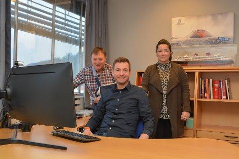 SATSAR: Her er tre av fire eigarar i det nye selskapet Herde Kompositt AS i Ølve. F.v.: Arvid Skogseide, Kim Røssland og Kristine Moldenhauer Biseth. (Arkivfoto)