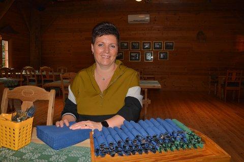 Inger Lise Bondhus såg lyst på det då ho hausten 2019 bestemte seg for å satsa på bortimot heilårsdrift i Olaløo. Koronapandemien har ikkje spela på lag i store delar av denne tida, og no har ho stengt til over påske.