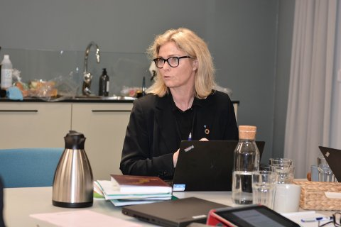 BEREDSKAP: Kommunedirektør Ragnhild Bjerkvik trudde ikkje entreprenøren faktisk ville stenga vatnet, men fortel at kommunen var i full beredskap likevel. (Arkivfoto)