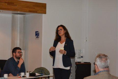 SKULESJEF: Sektorleiar Anne Sofie Kjeka (midten) presenterte kommunedirektøren sitt nye forslag til ny barnehage- og skulestruktur i eit digitalt møte onsdag. (Arkivfoto)