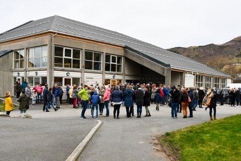 Rosendal samfunnshus er blant stønadsmottakarane. Her frå loppemarknadkø i 2018.