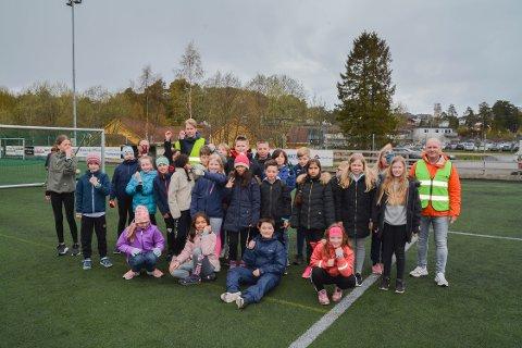 SPREKE: 5. trinn ved Undarheim skule fekk pulsklokker av Kvinnherad Breiband, og deltek i landsdekkande mattekonkurranse. Her er dei klare for å springa Trioløypa.