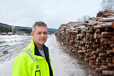 BRUKES HYPPING: Rune Frogner ved Moelven Numedal, forteller at banen brukes hyppig og at han er glad for en eventuell rask oppdatering som forenkler transporten til og fra trelastbedriften.
