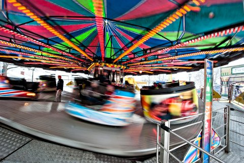 Populær: Tekoppene er en av gjengangerne, og er en av de karusellene som har vært der i en årrekke. Den kan man også kjøre i år.