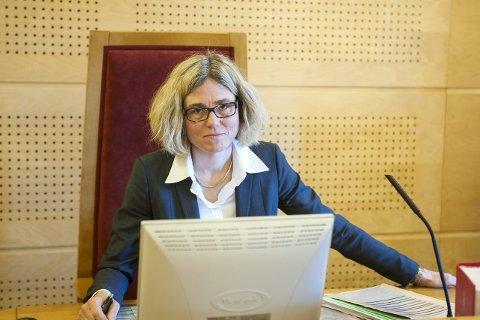 Sorenskriver Liv Synnøve Taraldsrud får nå kritikk fra Tilsynsutvalget for dommere for håndteringen av en samværssak. Taraldsrud sier hun tar kritikken til etterretning.