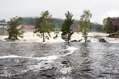 Flom i Lågen 16/9-15 FOTO: STÅLE WESETH
