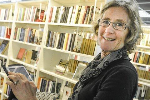 Nytt system: Biblioteksjef Elisabeth Bergstrøm bekrefter at biblioteket har innført ny e-bokløsning. Foto: Eigil K. Ramstad