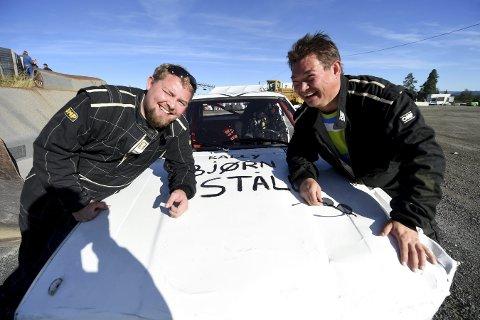 LURT: Kjetil Næsset Brandal (t.v.) og Bjørn Ståle Brandal ble lurt av venner og debuterte i bilcrossløypa.