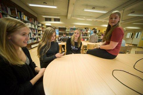 BLIR GØY: De fire elevene fra Kongsberg som skal på Teknologicampen i Trondheim, som starter søndag. Fra venstre Mari Martini, Andrea Schnell, Øyvor Vejlgaard Sørensen og Vilde Vraalstad.