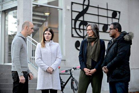 aksjonerer: En gruppe møttes i går for å planlegge aksjoner mot de foreslåtte nedleggelsene. Fra venstre: Jacob Hauge, Sara Wennersberg, Hanne Berit Eid og Kelvin Peters.