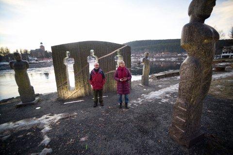 ØNSKER FRED: Kjell Myhre og Ragnhild Håkonsen starter fredslag i våpenbyen Kongsberg.