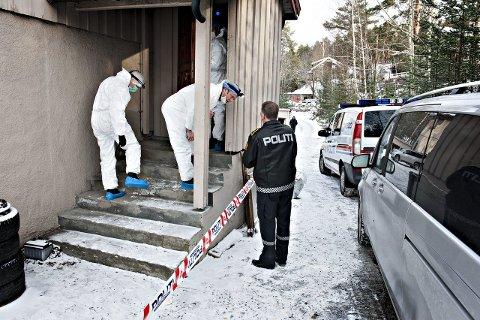 Undersøkte åstedet: Kripos bisto politiet i Kongsberg med tekniske undersøkelser på åstedet, lørdag. FOTO: STÅLE WESETH