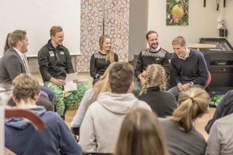 HJERTELIG MØTE: Øivind Lundestad (t.h.) i munter samtale med Kronprins Haakon under ungdoms-OL.foto: hælene Solheim/Lillehammer2016