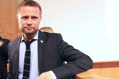 VANT: Statsråd Bent Høie har kjempet for standariserte snusbokser. Nå har han vunnet.