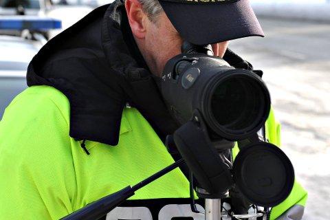 KONTROLL: Politiet gjennomførte en laserkontroll i Flesberg torsdag ettermiddag.