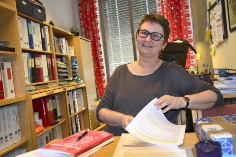 Aud Helliksen er klar med foreløpige tall til høstens barnehageopptak. Foto: Mona Sandviken