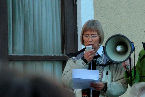PROTESTERER: Venner av lokalsykehuset møter sterkt