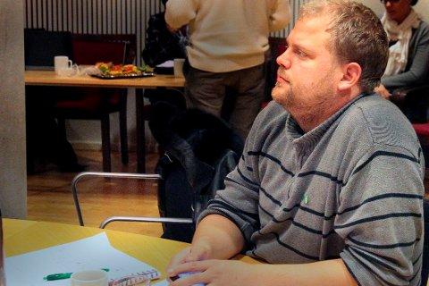 VIL RYDDE: Bjørn Flo Knudsen (V) syns det blir for galt at ansatte i helse og omsorg skal belastes for at kommunen bommet i elbilsatsingen.