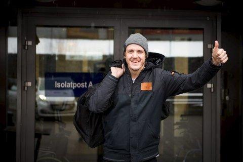 UTSKREVET: Stian Sivertzen er glad for at han er ute av sykehuset etter et flere uker langt opphold. (FOTO: Snowboardforbundet)