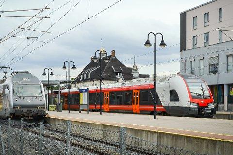 Snart blir det billigere for pendlerne å reise med tog.