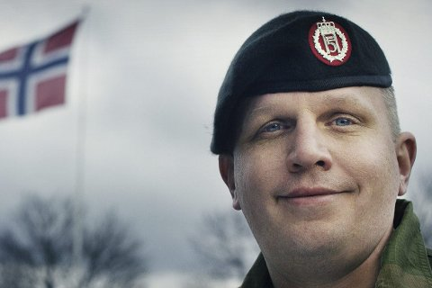 Inntrykk: Jørgen Andreas Bull får nå St. Olavsmedaljen med ekegren. Foto: Torgeir Hauggaard, Forsvarets mediesenter