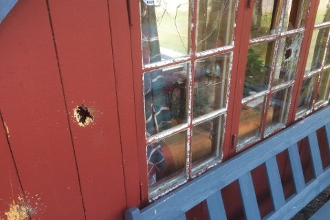 Det ble blant annet skutt mot ei bu litt utenfor Passebekk.