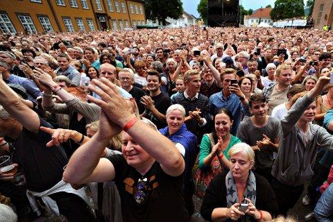 I 2014 var det mye folk under Stevie Wonder-konserten. I år er trolig Kygo en av de store trekkplasterene. Sikkerhet står i høysetet hos Kongsberg jazzfestival.