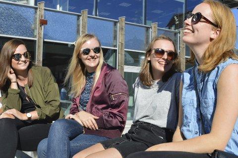 Nye i byen: Fv: Silje Bang, Pernille Vik, Hanne Angeltveit og Oda Sommervold er ferske optometristudenter og nye i byen. Så langt er de fornøyde med både byen, været og skolen.alle foto: j. ulstein