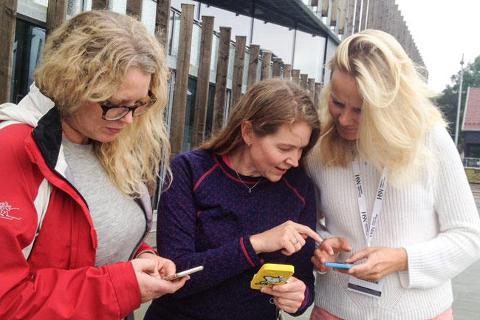 Synsforskere tester Pokémon Go: F.v Ellen Svarverud. Helle K. Falkenberg, Hanne Mari Schiøtz Thorud.