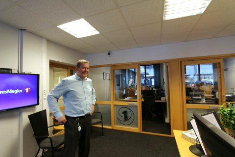 Ola Amundsen, leder i Eiendomsmegler 1 BV, er enig i at endringene innen oljebransjen på Kongsberg har hatt mye å si for utleiemarkedet i byen.