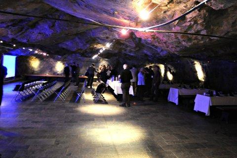 Sølvgruvene: Besøkstallene i Sølvggruvene var i uke 30 1877. Det er en nedgang fra i fjor.