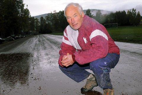 PRIORITET: Knut Henrik Skramstad, friidrettens ildsjel nummer en i Kongsberg, fotografert på friidrettsbanen i Idrettsparken i 2008. Det ser fortsatt slik ut,foto.: Hostvedt