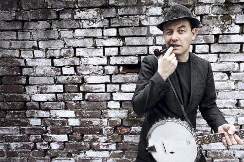 INSTRUMENTGENI: Stian Carstensen trakterer flere instrumenter. Han skal spille under jazzfestivalen.