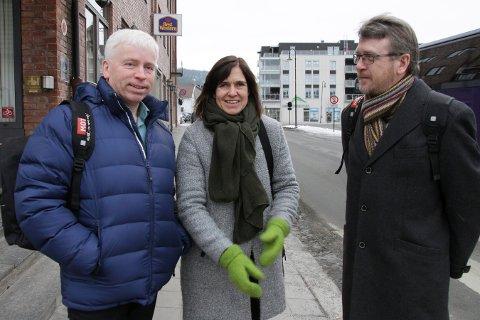 STORMØTET: Ordførerne Oddvar Garaas (Flesberg), Eli Hovd Prestegården (Nore og Uvdal) og Dag Lislien (Rollag) er onsdag i Oslo for å protestere mot regjeringen.