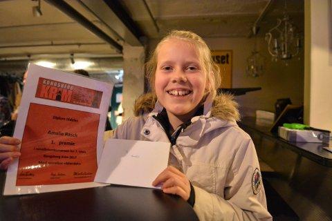 VINNERREN: Amalie Rasch fra Gamlegrendåsen har skrevet årets beste krimnovelle. Det ga både gavekort og diplom.