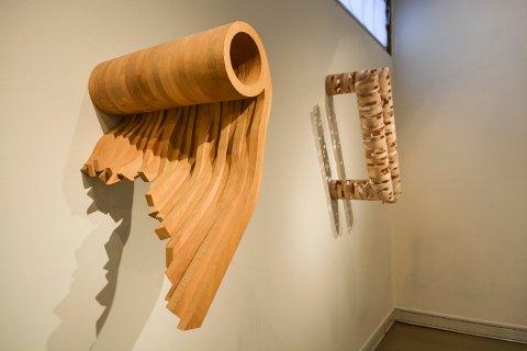 Arne Rygvold har laget disse veggskulpturene.