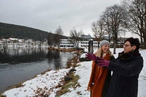 ELVELANGS: Cathrine Kvitnes (t.v.) er prosjektleder for Elvelangs, som Eva Tovsrud Knutsen vil gi prispengene til dersom hun vinner Frivillighetsprisen 2017.