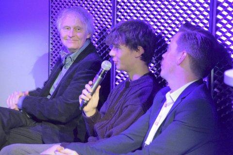 Talkshow:  Skam var godt representert i samtalen på scenen. Fra venstre: Jørn Longva, styreleder i Krona kino, Yousef Hjelde El Mofty fra «Skam» og «Skam»-produsent Tore Fossbakken.